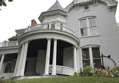 Tour Victorian-Era Glenn House